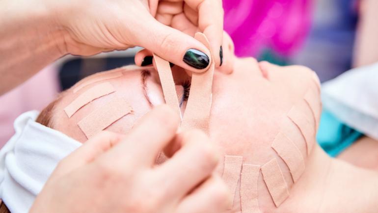 Kinesiotaping i jego wykorzystanie w kosmetyce